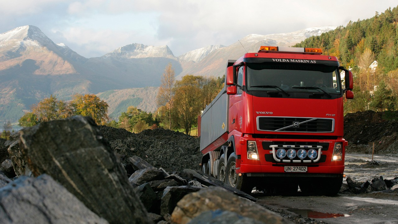 Volvo trucks buying used