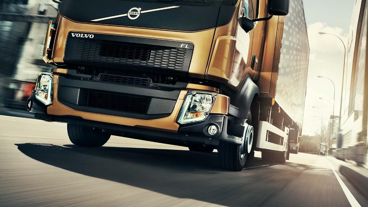"""""""Volvo FL"""" priekiniai žibintai"""